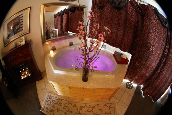 Jetted tub in Mansion Suite
